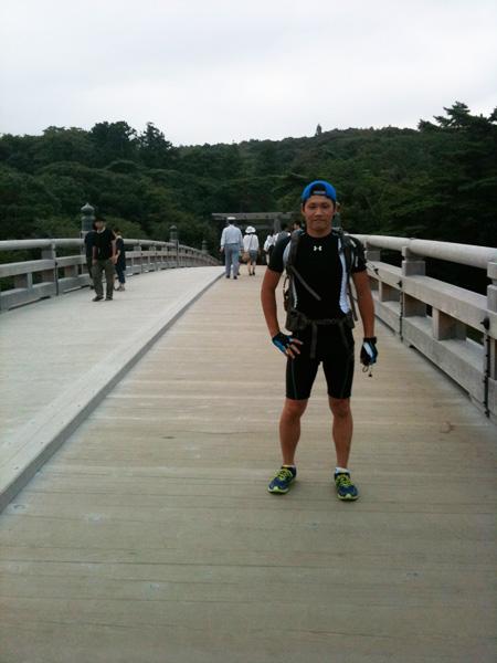 伊勢神宮入り口入ってすぐの橋の上にて。