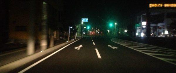 車で会場へ向かう。辺りはまだ暗い
