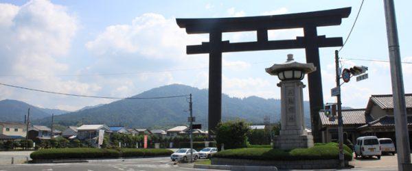 大神神社(三輪神社)周辺にまでくると、すぐ分かるくらい大きな鳥居が出迎えてくれた