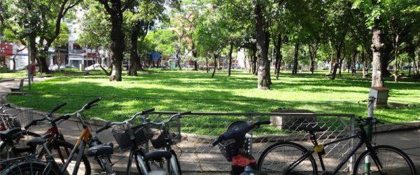 公園に停めた僕のロードバイク
